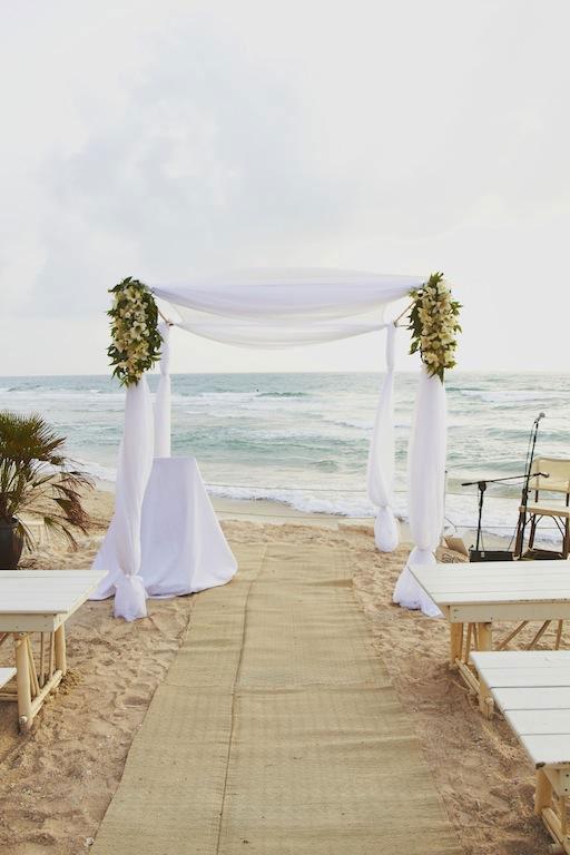 sunny-beach-wedding-flowers decoration olla designs