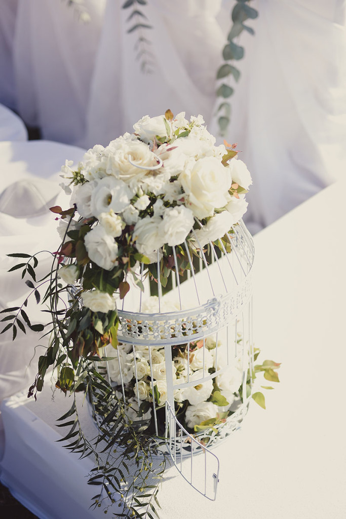 wedding design bird cage with flowers Olla designs Israel